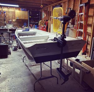 10 ft aluminum jon boat with 30lb trolling motor, battery and charger. Looking to trade for a fishing kayak for Sale in Bellingham, MA