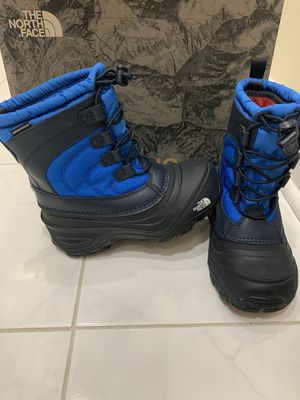 The North Face snow boots kids size 13 for Sale in Des Plaines, IL