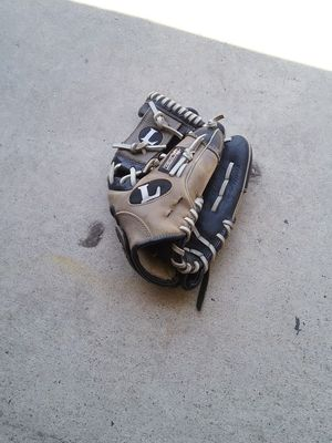 LOUISVILLE SLUGGER baseball glove for Sale in West Covina, CA