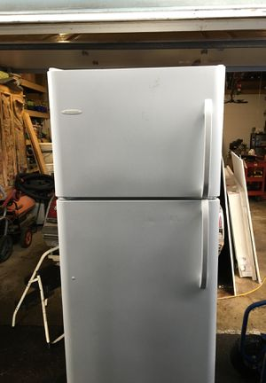 Frigidaire refrigerator freezer for Sale in Lynnwood, WA