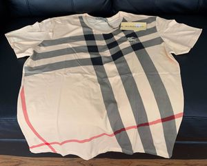 BURBERRY T-shirt for Sale in Chicago, IL
