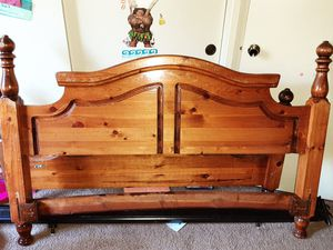 Queen bed frame for Sale in Fresno, CA