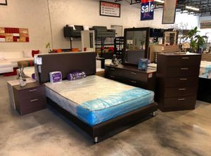 5 Piece Queen Bedroom Set for Sale in Hialeah, FL
