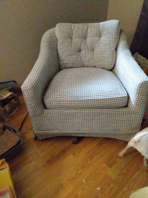 Swivel Rockin Chair for Sale in Fort Wayne, IN