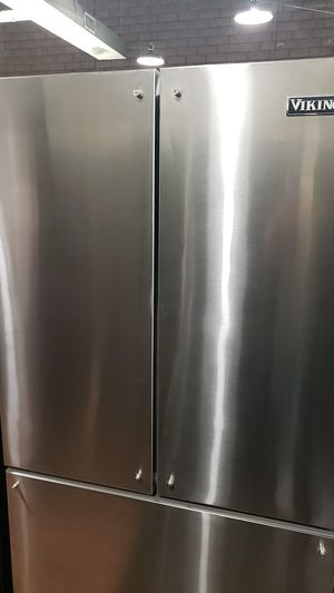 """VIKING FRENCH DOOR REFRIGERATOR IN STAINLESS STEEL 36"""" for Sale in Riverside, CA"""