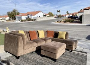 3 pcs Costco sectional couch for Sale in North Las Vegas, NV