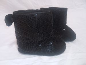 Baby girl black boots 0-6 months crib shoe for Sale in Lawrenceville, GA