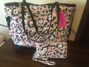 New Betsy Johnson weekender and matching wallet for Sale in Pasadena, TX