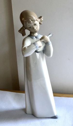 "Lladro Figurine of a girl playing the Violin 7"" tall for Sale in Everett, WA"