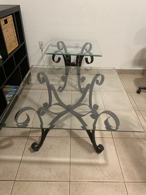 Rooms to Go Cooper Metal 2 Pc Coffee Table Set. Very good conditions for Sale in Miami, FL