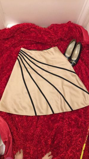 White House black market skirt size 10 for Sale in Richmond, CA