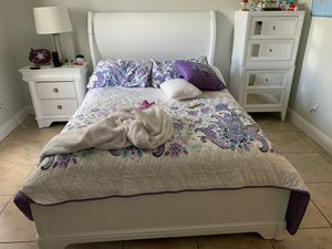 Bedroom Set (bed frame, mattress and 2 nightstands included) for Sale in Cape Coral, FL