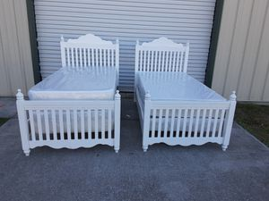 White wood twin complete beds for Sale in Tampa, FL