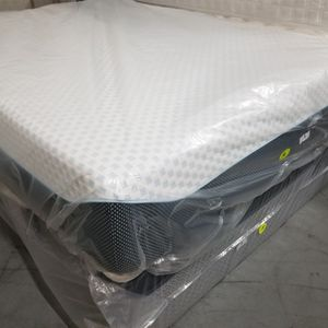 "Queen Ashley Sleep 12"" Gel Memory Foam Mattress And Box Spring Set for Sale in Kennesaw, GA"