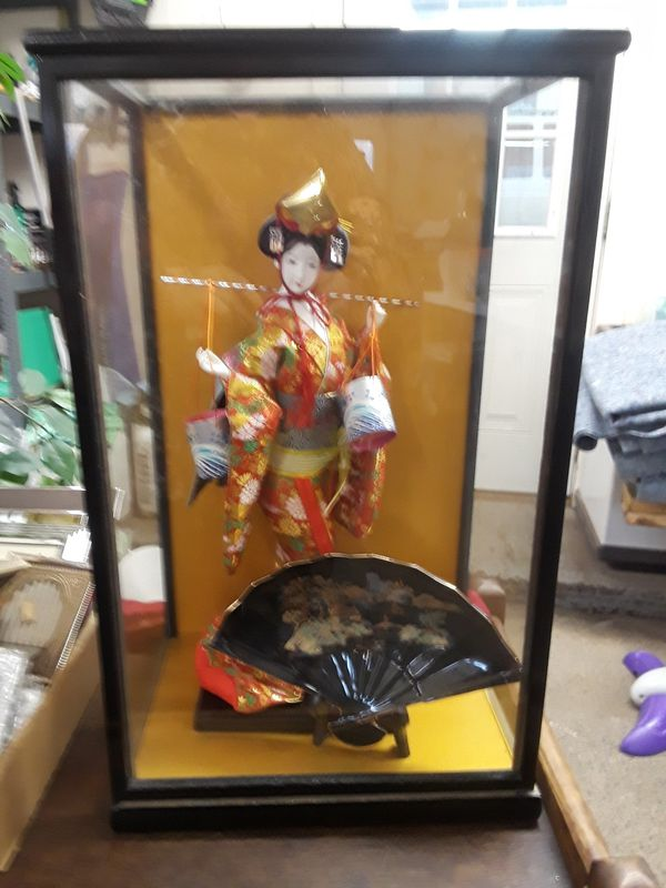 VINTAGE GEISHA DOLL WITH GLASS CASE