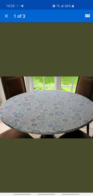 """Table Cover Elastic Edged Flannel Backed Vinyl Fitted - Multi-Color Size 40""""-44"""" for Sale in Wood Village, OR"""