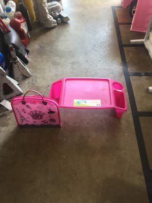 Kids desk and bag for Sale in Grand Prairie, TX