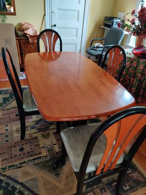 4 chair dinning table for Sale in Boston, MA