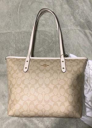 Coach medium tote bag for Sale in Los Angeles, CA