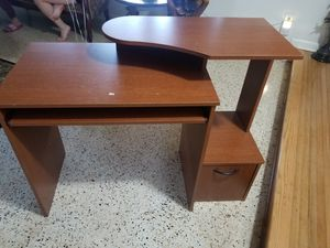 Mesa de computadora for Sale in Hialeah, FL
