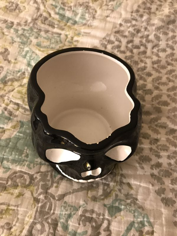 Cute Skull Bowl, decorative decor, You can use it to hold Makeup Brushes etc.