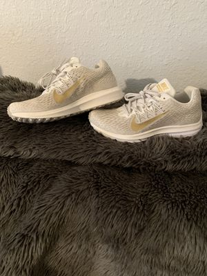 Women's Nike Zoom Winflo 5 Running Shoes NWT for Sale in Bakersfield, CA
