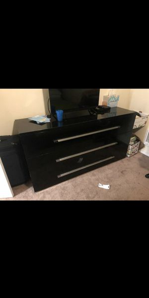 Queen Bed Set *Includes: Q/Frame-Mattress-Dresser W/Mirror for Sale in Tacoma, WA