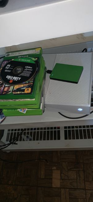 Xbox one 500gb with 2TB hard drive with list of games/ Astro A10 headphones for Sale in Villa Rica, GA