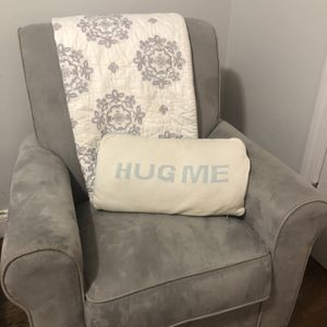Swivel Rocking Chair for Sale in New York, NY