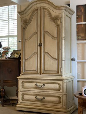 Gorgeous antique armoire for Sale in Cooper City, FL