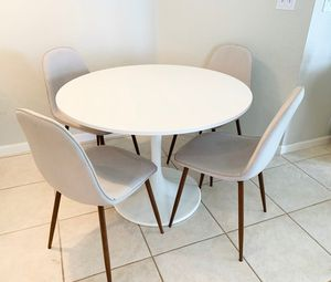 Dinning Table with Chairs for Sale in Pembroke Pines, FL