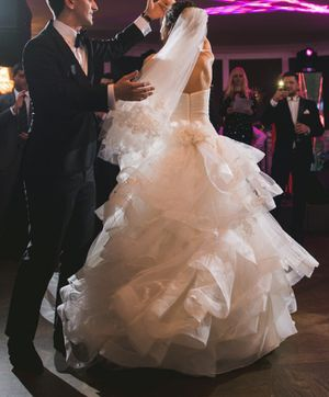 Vera Wang, WHITE BY VERA WANG STRAPLESS TULLE WEDDING DRESS, Size 4 for Sale in Irvine, CA