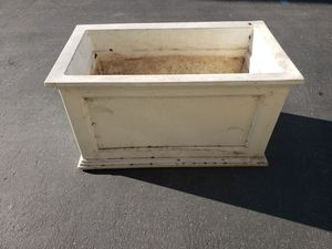 Self watering planter FREE for Sale in Chino, CA