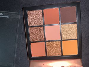 Huda beauty obsession palette for Sale in Salinas, CA