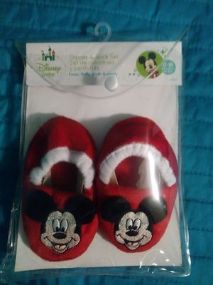 New Disney baby slippers 0-18 month's for Sale in Hesperia, CA