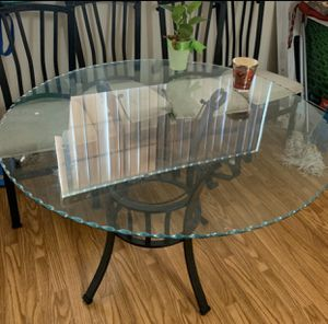 Glass top kitchen table $40 for Sale in Riverside, CA