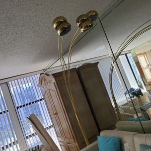 Brass Lamp With 5 Globes for Sale in Miami, FL