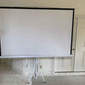 Screen With Tripod LOCH TS. Absolute Perfect Condition for Sale in Fort Lauderdale, FL