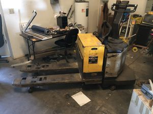 6000 lift capacity crown electric pallet jack for Sale in Orlando, FL