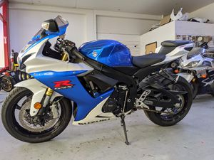 2014 Suzuki GSX-R750 Motorcycle Clean Title 2,874 Miles for Sale in Millbrae, CA