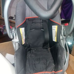 Infant Car Seat Good Condition for Sale in Cleveland, OH