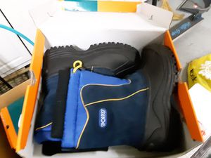Snow shoe - size 4 for Sale in Irvine, CA