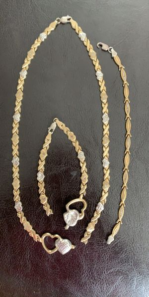 Necklace and bracelet set w/extra bracelet for Sale in St. Petersburg, FL