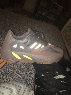 Adidas Yeezy 700 muave for Sale in Detroit, MI