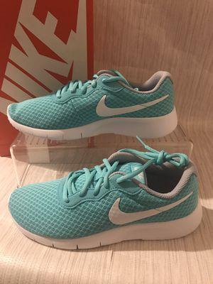 Nike tajun girls/women's shoes for Sale in Los Angeles, CA