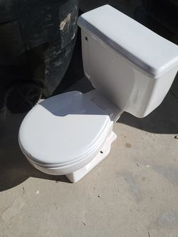Free toilet for Sale in Colorado Springs,  CO