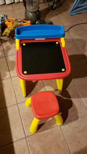Crayola desk/easel with chair. for Sale in Tampa, FL