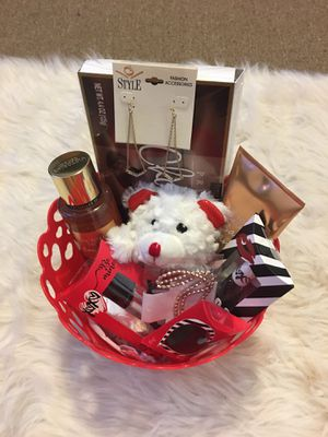 Valentine's Day baskets costume for Sale in Woonsocket, RI