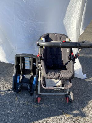 Graco Rear Facing Car Seat/Carrier/Stroller for Sale in West Springfield, MA
