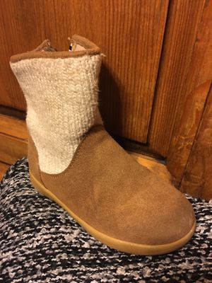 Use 2 times ugg girl boots size 9 $40 for Sale in Mesquite, TX